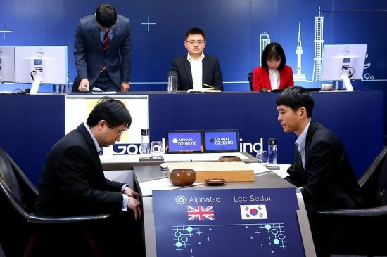 alphago-lee-sedol-game-3-aja-huang-lee-sedol-2-550x366